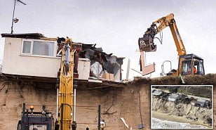 Five cliff-top Hemsby homes demolished