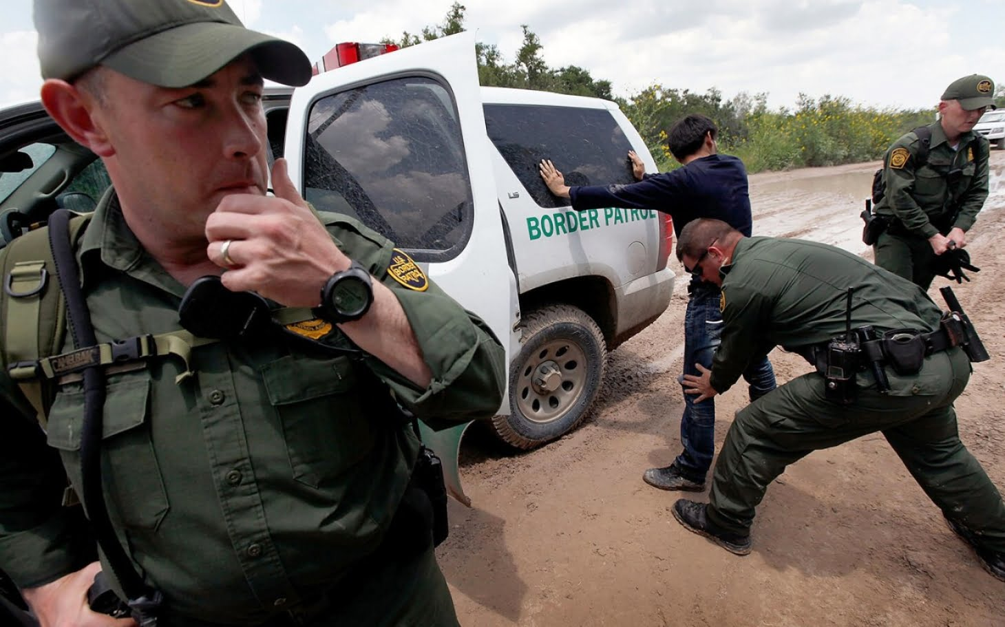 HRW denounces that US border agents deny entry to Mexican asylum seekers