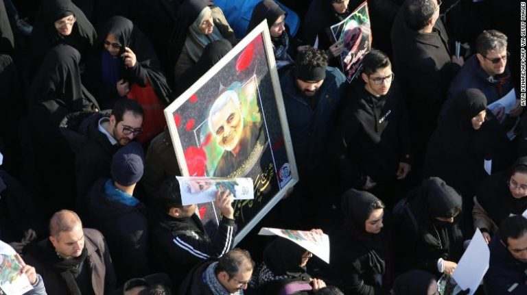 Hundreds of thousands of Iranians participate in the events for the funeral of Qasem Soleimani in Tehran