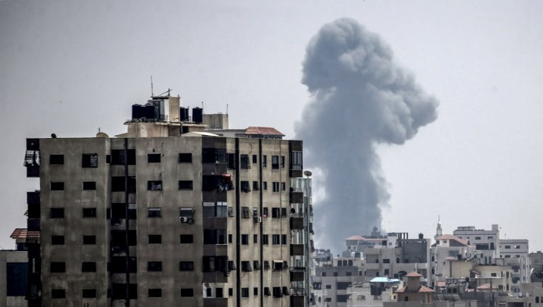 Israel bombs several points of the Gaza Strip after firing four projectiles