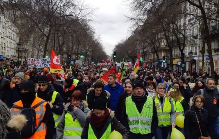 """Macron calls for a """"truce"""" in the strike for pension reform during Christmas"""