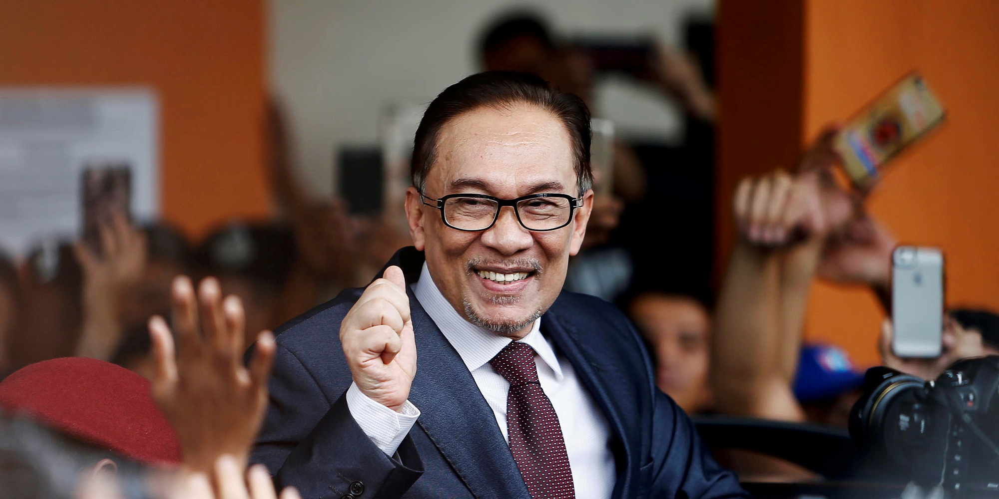 Malaysia's New Leader Agrees to a Pardon for an Old Foe, Anwar Ibrahim