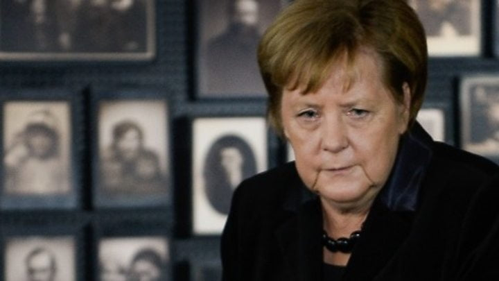 Merkel pays tribute to the victims of Nazism on her first visit to Auschwitz