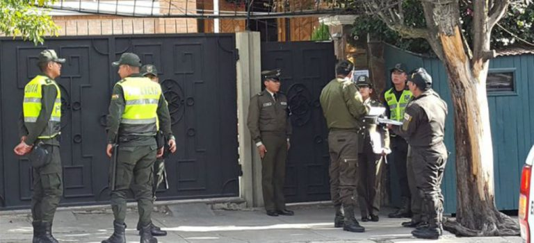 """Mexico affirms that Bolivia continues with the """"police siege"""" in its Embassy"""