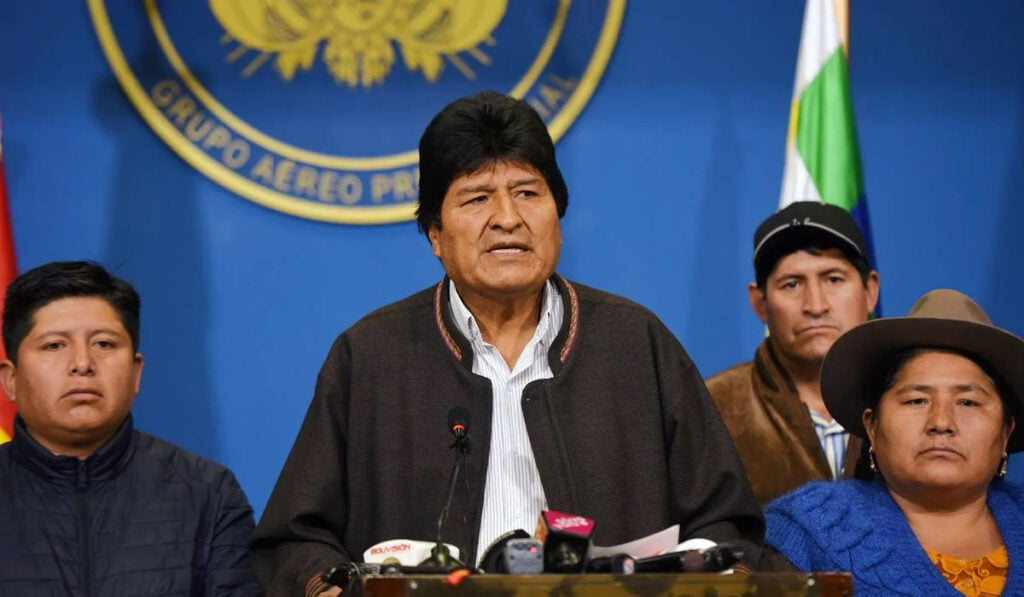 "Morales formalizes his ""forced resignation"" for a ""political, civic and police coup"""