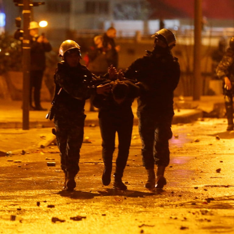 More than a hundred injured by clashes between protesters and security forces in Beirut