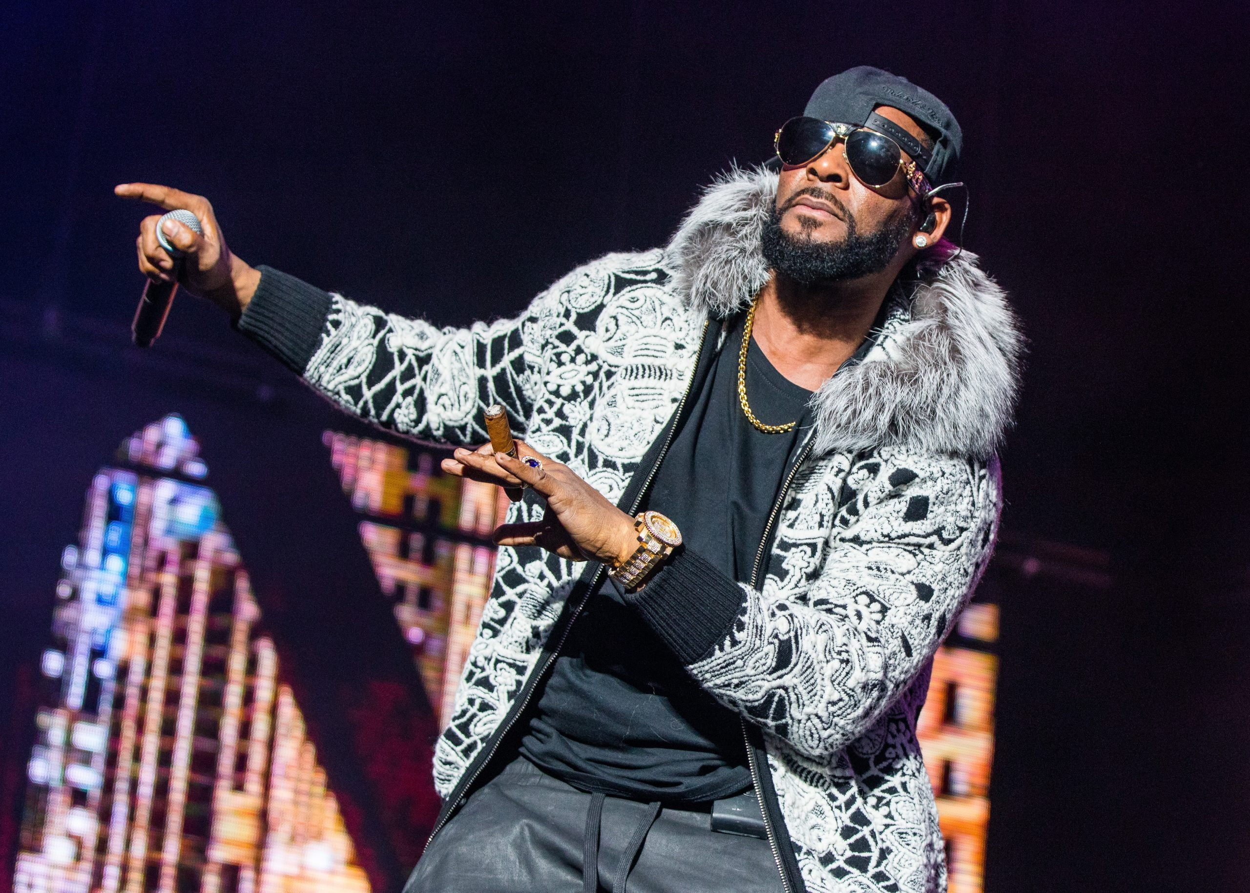 Spotify deletes R. Kelly's music from its own playlists