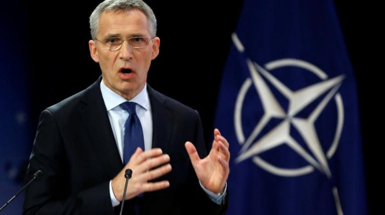 "Stoltenberg calls for ""containment"" after confirming the temporary suspension of NATO training in Iraq"