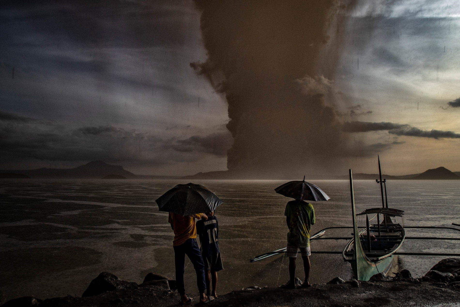 The Taal volcano registers a strong activity in the Philippines