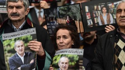 Turkish Court Convicts 13 From Newspaper on Terrorism Charges