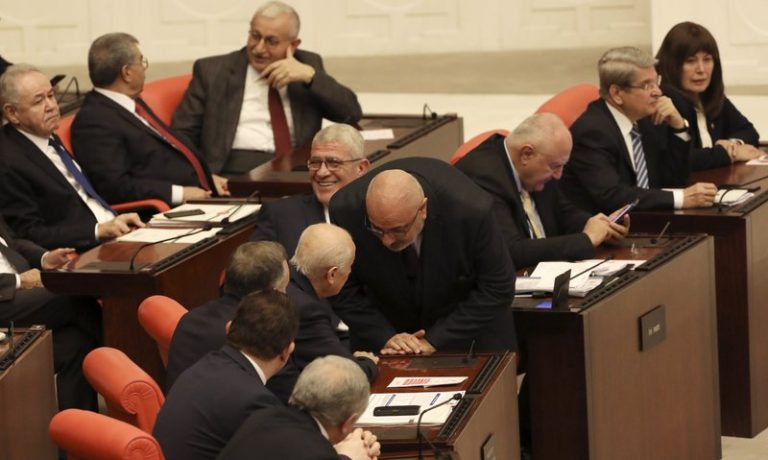 Turkish Parliament authorizes the sending of troops to Libya