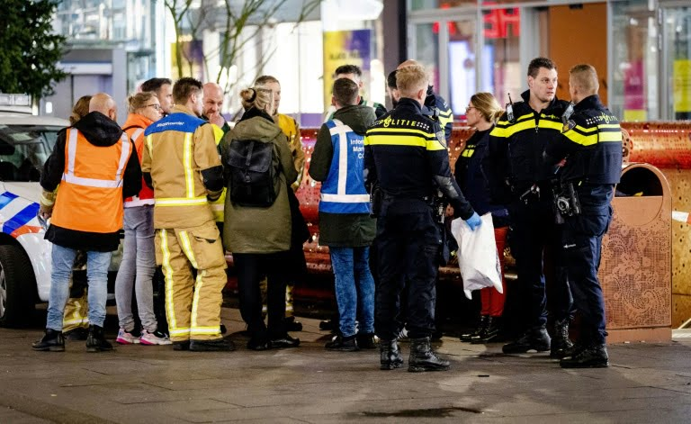 Wounded three people in a stabbing in a shopping street in The Hague