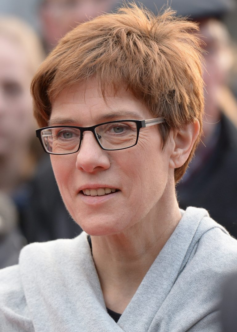 Kramp-Karrenbauer will resign as president of the CDU and will not succeed Merkel as a candidate for chancellor