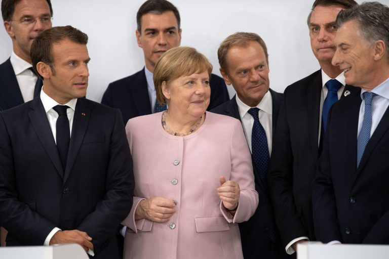 Merkel says that Argentina must have help from Europe due to its difficult economic situation