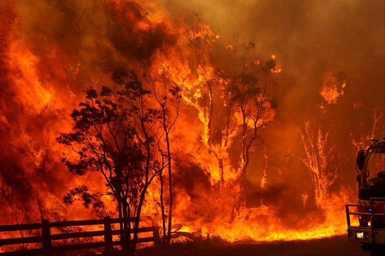 """The prime minister of Australia defines as """"black summer"""" the wave of fires that leaves more than 30 dead"""
