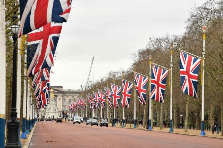 United Kingdom will limit the entry of immigrants without studies or who do not speak English