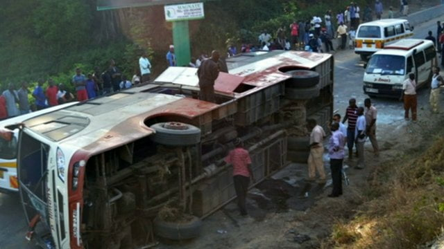 30 killed after bus plunges off Peru cliff