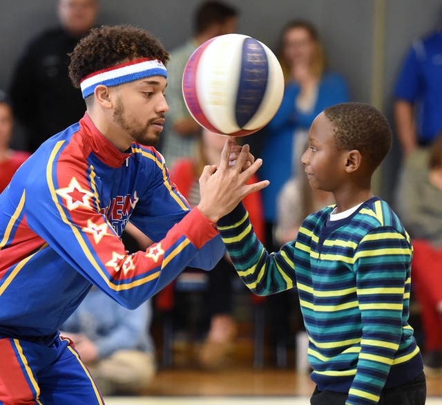 Harlem Globetrotters teach 109-year-old woman new tricks