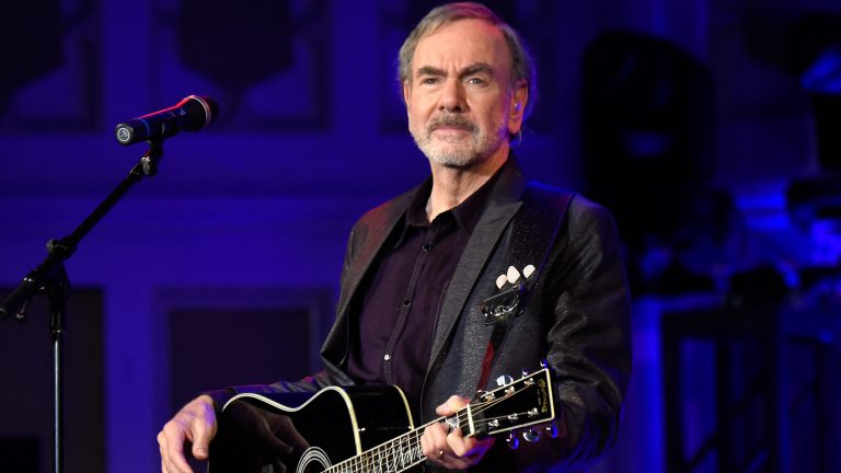 Neil Diamond quits touring after Parkinson's