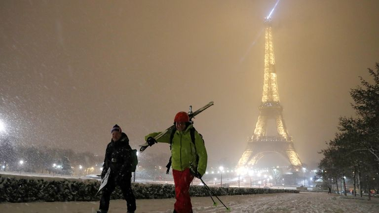 Skiers and snowboards in the Paris snow