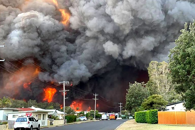 South Australia fire tears through farm land