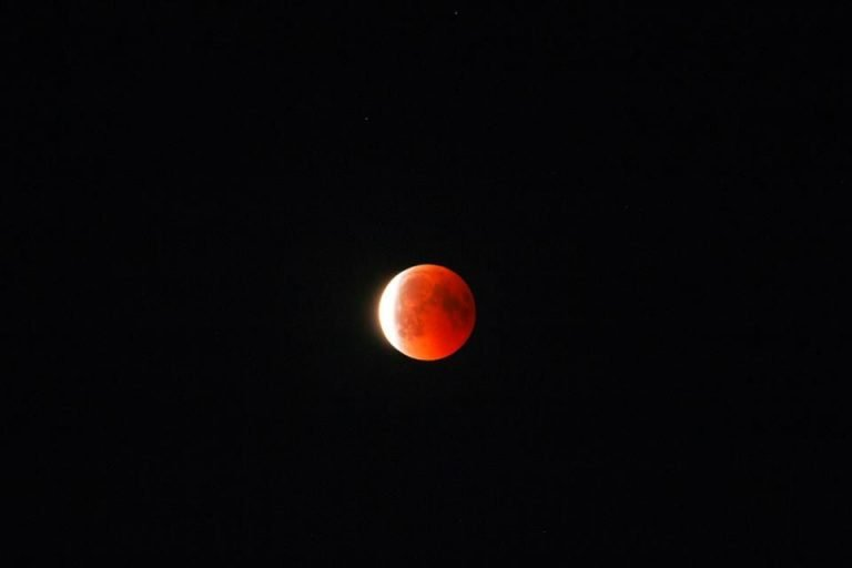 Your pictures: 'Super blue blood Moon' across England
