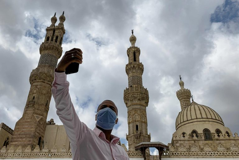 Saudi Arabia and the United Arab Emirates keep mosques closed for corona virus at the end of Ramadan due to celebrations