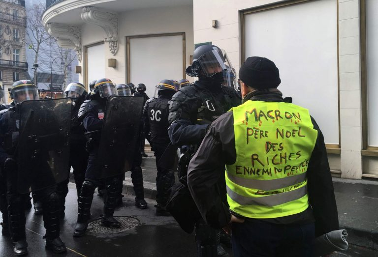 Macron mobilizes his government to eliminate police violence