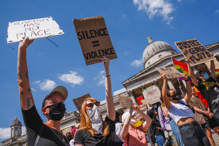 Massive anti-racist demonstrations in Britain after George Floyd's death