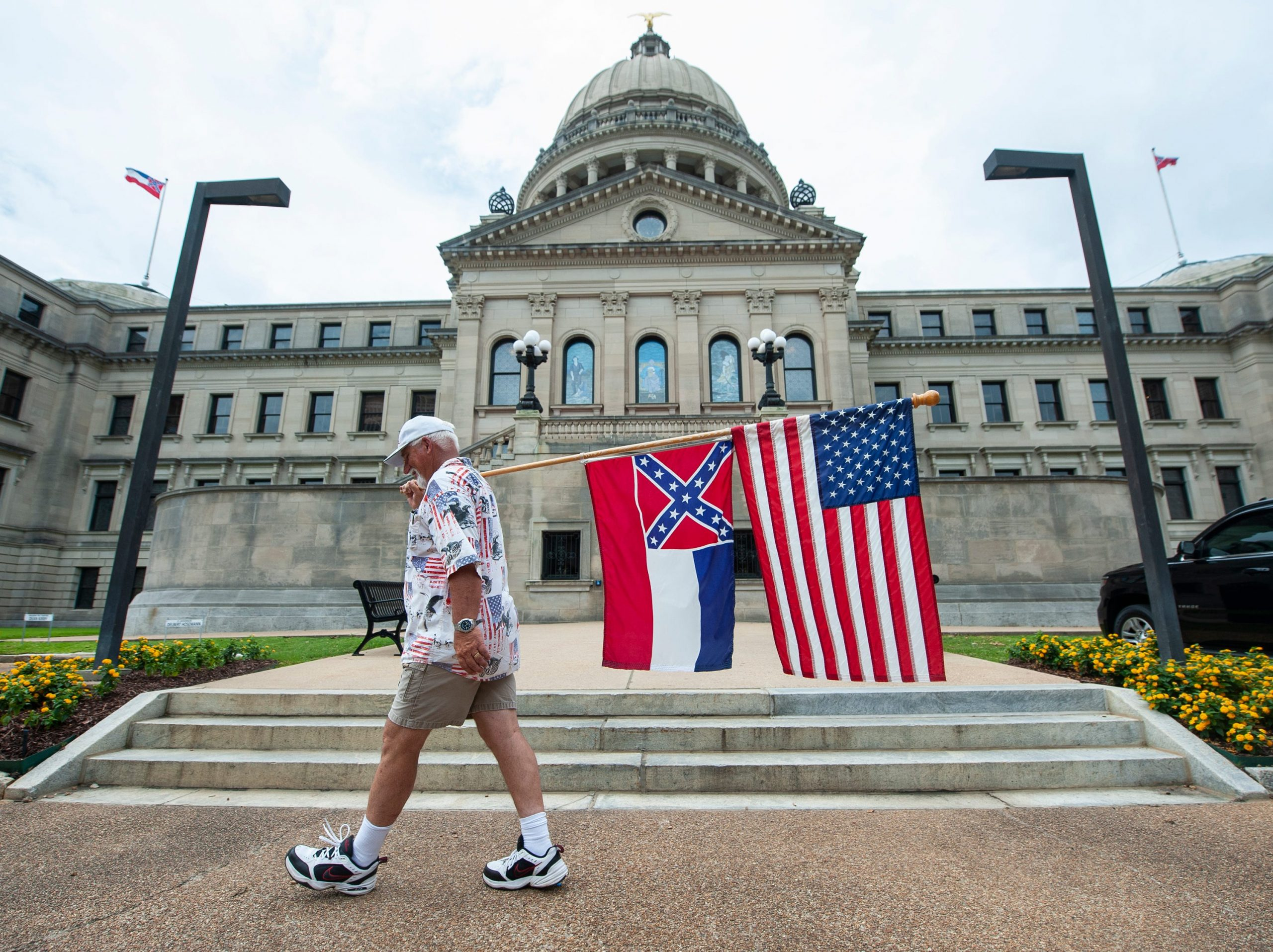 Mississippi approves the removal of the Confederate flag from the state flag amid controversy over racist symbols