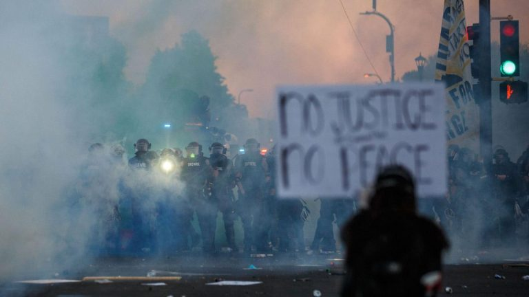 The US police intervene to dispel protests in Portland and Seattle