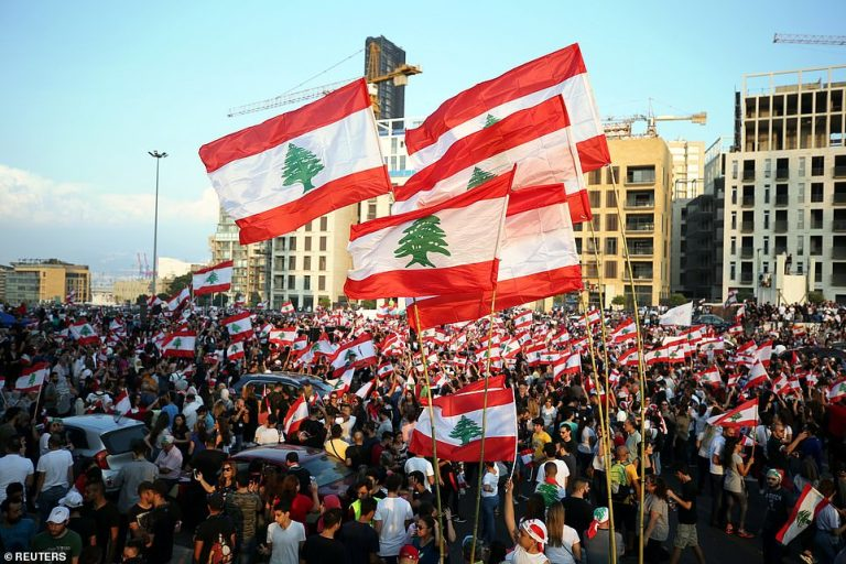 Thousands of people take to the streets of Lebanon due to the economic crisis on the eve of the big protest on Saturday