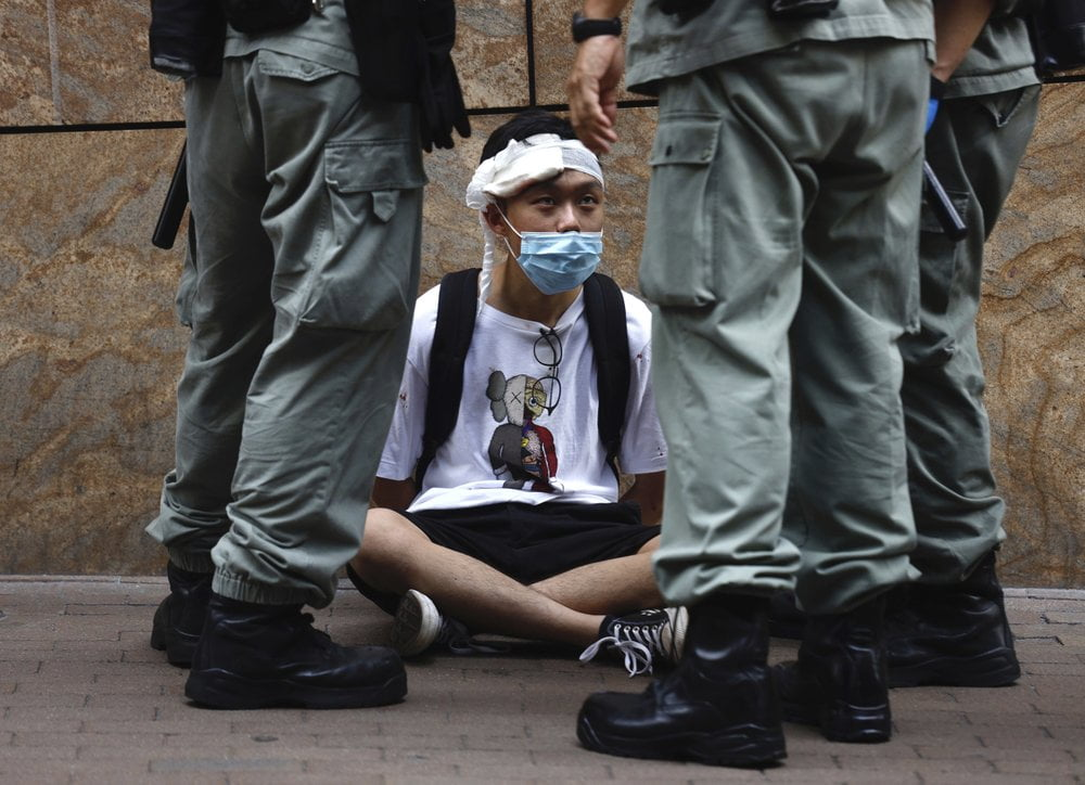 China threatens to respond to the UK's extension of Hong Kong people's rights