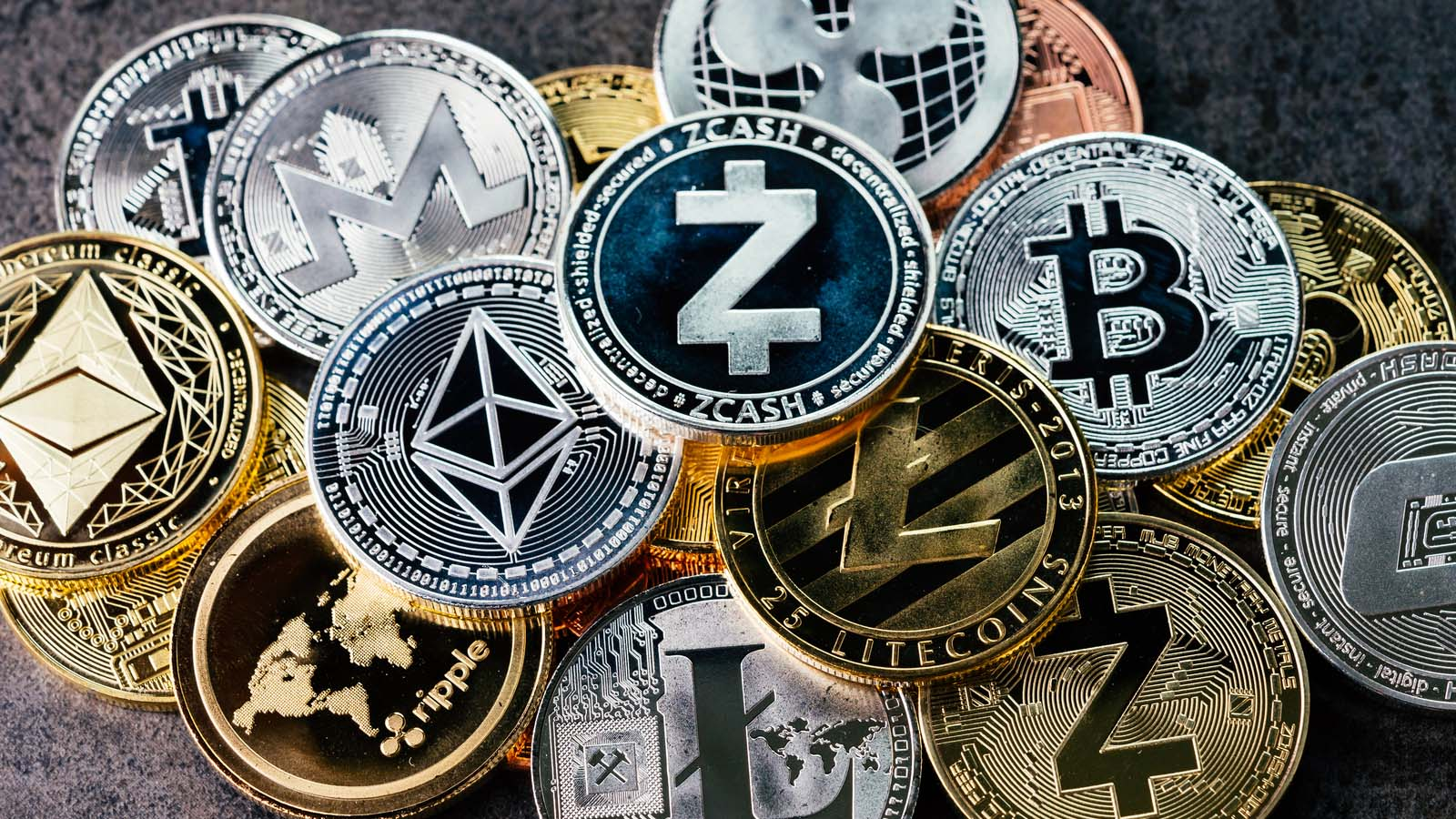 Cryptocurrencies that outperform Bitcoin, the BTC mining investment boom, and more