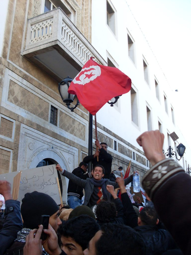 The Tunisian Prime Minister resigns on charges of possible conflict of interest