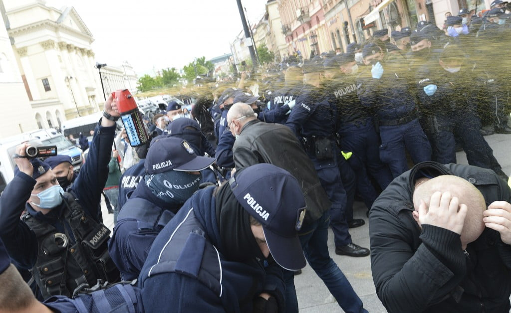 18 police officers injured in a protest in Berlin against the restriction measures against the corona virus