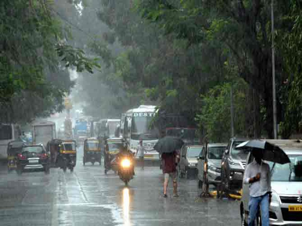 Bombay asks residents to stay home due to monsoon rains