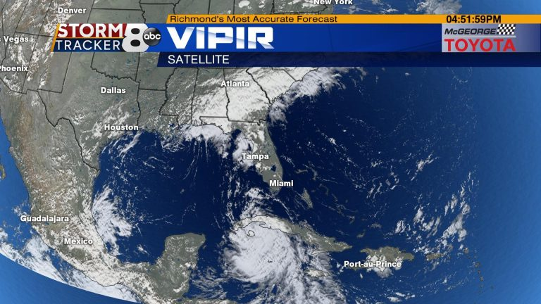 'Laura' becomes a major hurricane en route to the southern United States