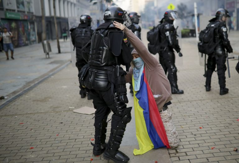 Bogotá faces its third day of protest against police brutality with unrest