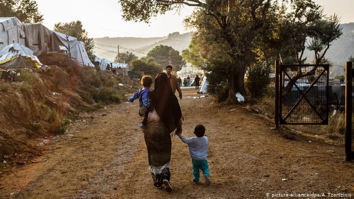"""Doctors Without Borders denounced that 4,500 migrants on the Greek island of Samos are """"crammed full of animals"""""""