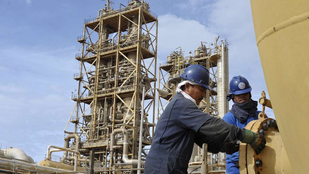 Haftar announces the resumption of production in the Libyan oil fields after months of lockdown