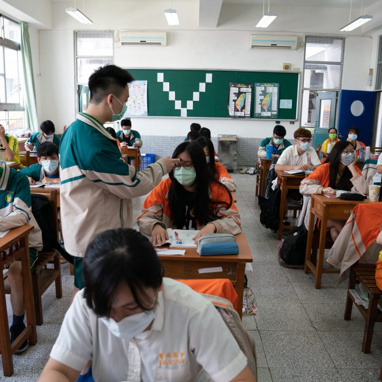 """Italy begins """"back to school"""" with another 1,000 more infections on the last day"""