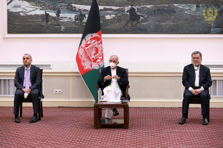 The Afghan President approves the inclusion of the mother's name on the identity card
