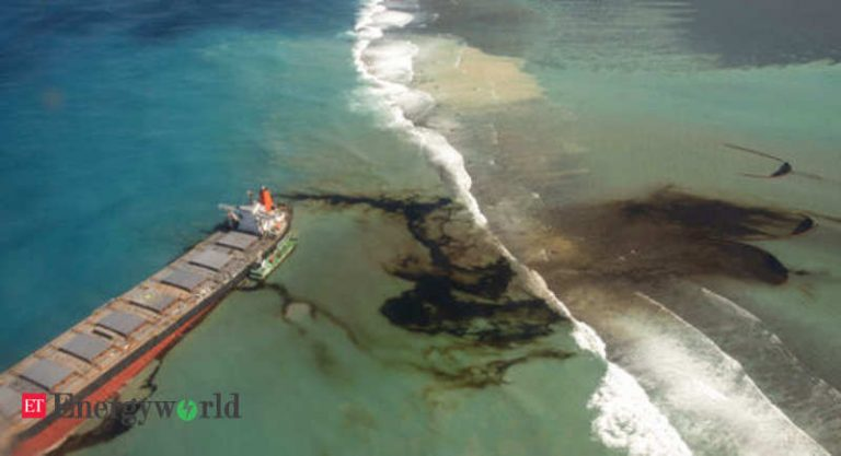 The owner of the oil tanker, who caused a spill in Mauritius, pays around eight million euros