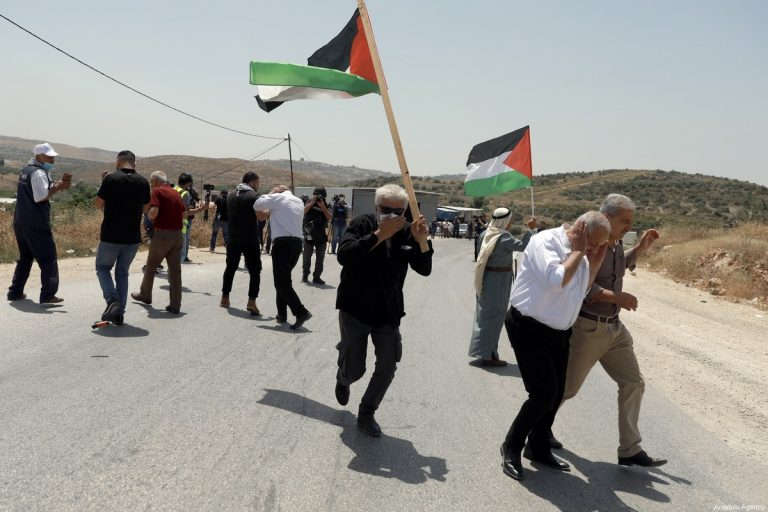 """Al Fata approves a """"unified Palestinian leadership"""" to develop """"popular resistance against Israel""""."""