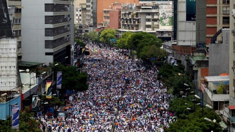 Capriles joins the EU and calls for the elections in Venezuela to be postponed