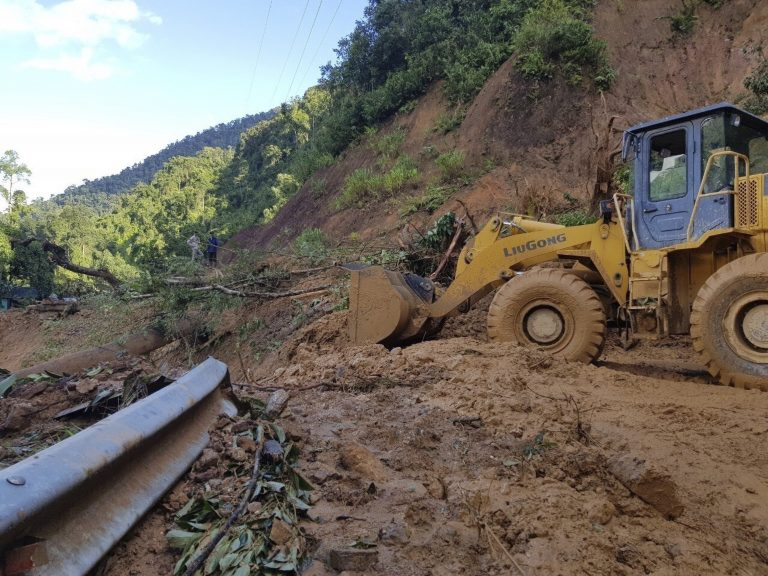 El Salvador.- At least 9 dead and more than 35 missing due to a landslide near San Salvador