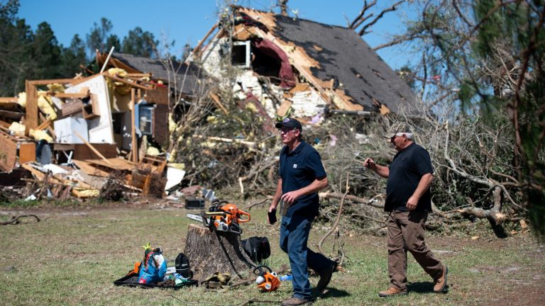 Half a million households are without electricity because of the hurricane 'Delta' in the southern United States