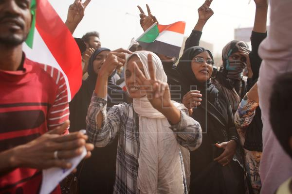 Hundreds of people demonstrate in Khartoum against the government and the economic crisis in Sudan