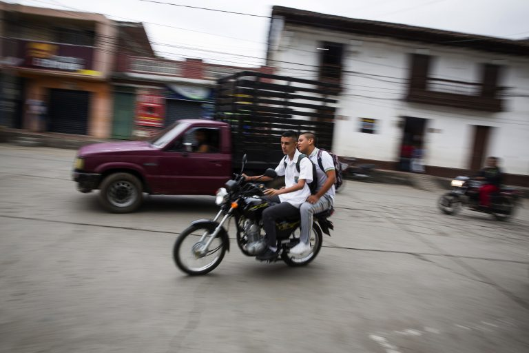 The FARC condemns the murder of two ex-combatants in central Colombia